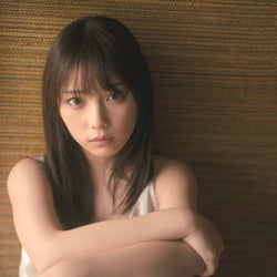 乃木坂46与田祐希、キャミソール姿で物憂げな視線 「無理だと思うこともある」心境を告白