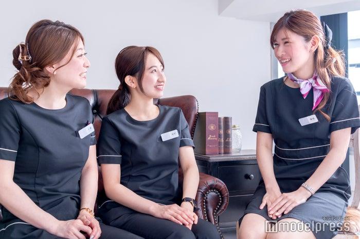 (左から)小泉さん、細野さん、藤巻さん(C)モデルプレス