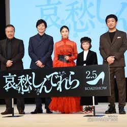 (左から)石橋凌、田中圭、土屋太鳳、COCO、渡部亮平監督(C)モデルプレス