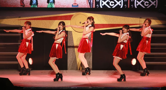 「℃-ute新春コンサート2017 ~℃OMPASS(コンパス)~」より/画像提供:所属事務所