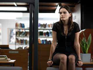 マーゴット・ロビーに激似なだけじゃない!若手女優エマ・マッキーの魅力『セックス・エデュケーション』