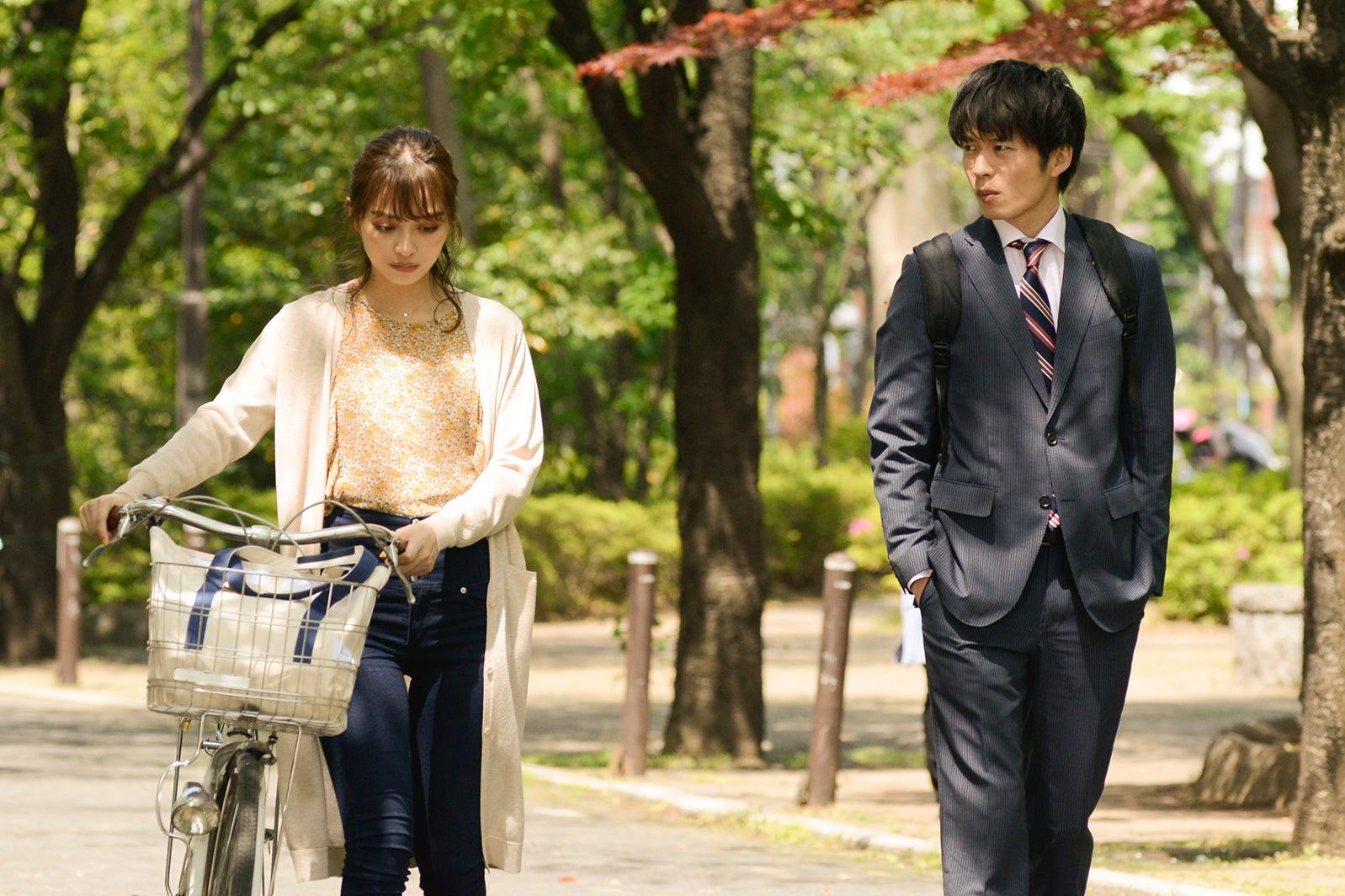 内田理央、田中圭/「おっさんずラブ」第5話より(