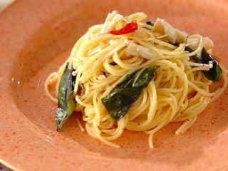 エノキの旨みたっぷり 「エノキとバジルのペペロンチーノ」レシピ