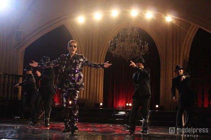最新曲「MAKE A MIRACLE」のミュージックビデオを公開したATSUSHI