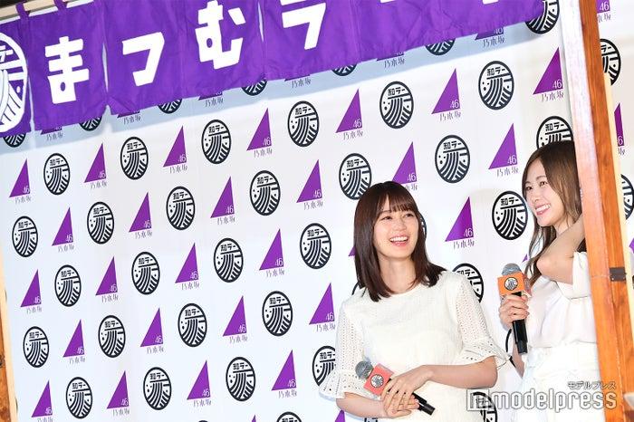 生田絵梨花、白石麻衣「まつむラー亭」でスタンバイ (C)モデルプレス
