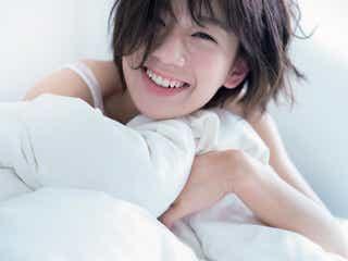 佐藤美希、ほぼスッピンで親密SEXY 起きた瞬間から色香溢れる