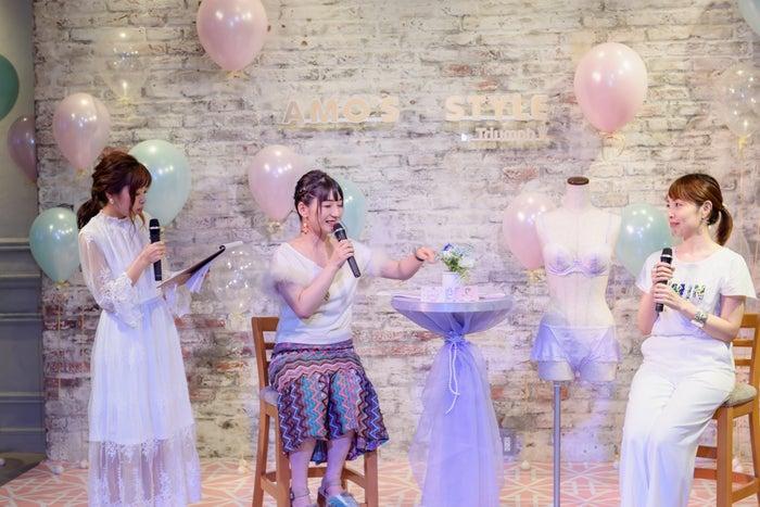 (右から)「アモスタイル バイ トリンプ」十九川さん、占い師アイビー茜さん、ローリエプレス編集長