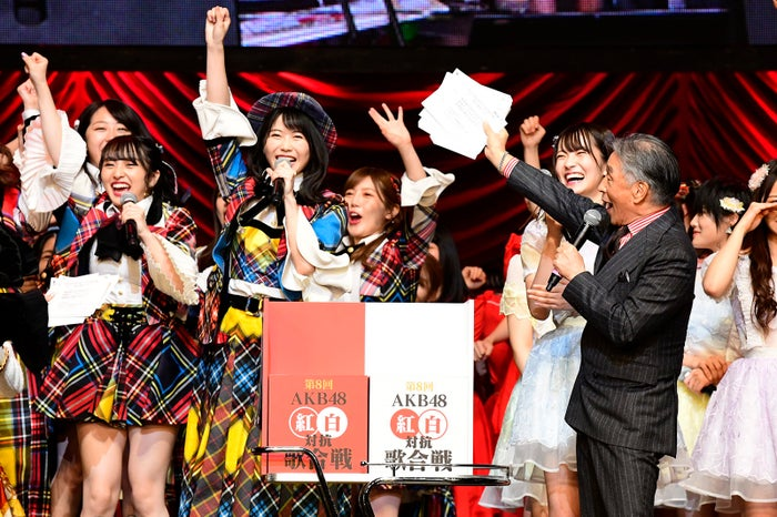 勝敗決定の瞬間「第8回 AKB48紅白対抗歌合戦」(C)AKS