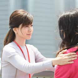 内田有紀、吉高由里子/「わたし、定時で帰ります。」第8話より(C)TBS