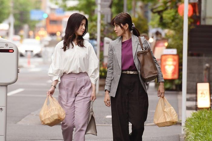 吉高由里子、内田有紀/「わたし、定時で帰ります。」より(C)TBS