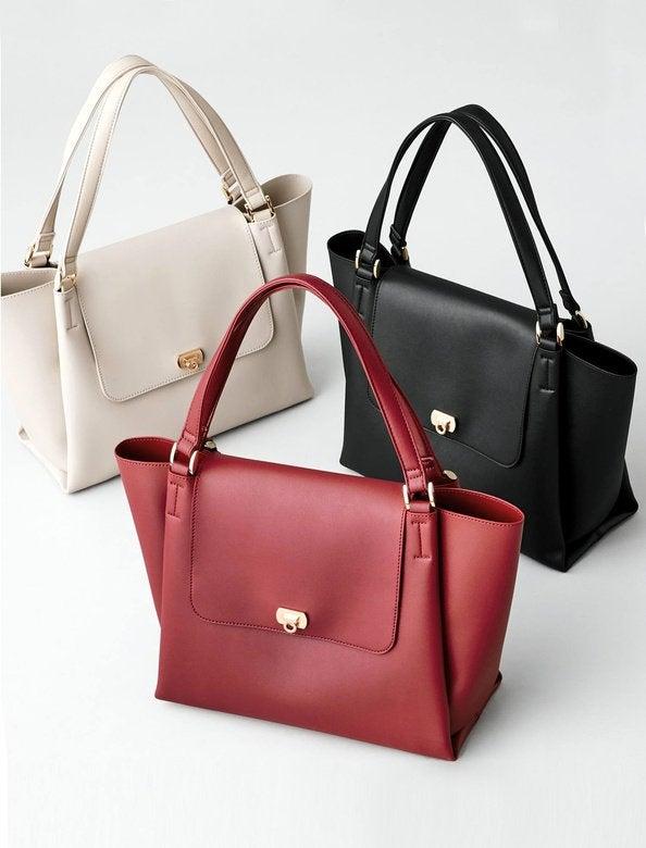 「ラージポケットフラップバッグ」全3色¥7,996+税 ※10月4日までの5周年セール期間中は20%オフで¥6,396+税