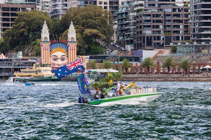 シドニー湾から眺めるルナ・バーク、写真におさめたくなる顔のインパクト/Destination NSW
