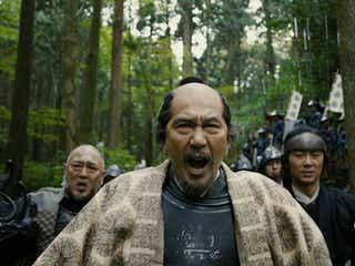 岡田准一VS役所広司、迫力合戦が解禁 有村架純のアクションも初披露