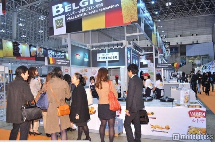世界75か国のブースが立ち並び、約8万人が来場。/「FOODEX JAPAN 2012」会場風景