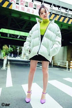 NMB48村瀬紗英、メンズ服でセクシーに スラリ美脚にも釘付け
