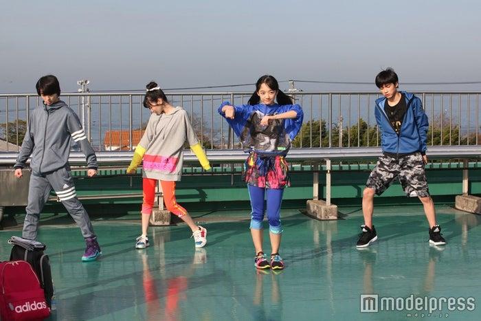 「全力Beat!~夢中がワタシを変えていく~」メイキングショット(左から)高杉真宙、岡本夏美、下村実生、板垣瑞生