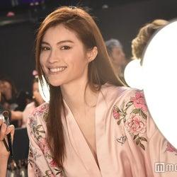 アジアモデル界の星スイ・ハ、好きな人へのアプローチ法、美肌の秘訣を語る【動画あり】<ヴィクトリアズ・シークレット ファッションショー2017>