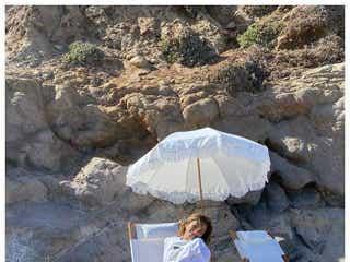 ローラ、久々のビーチで美ボディ解放「スタイル良すぎ」と絶賛の声