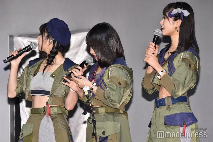(左から)横山由依、向井地美音、山内瑞葵(C)モデルプレス