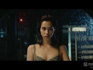 水原希子、美バストあらわなSEXYショットで悩殺 フェミニン&クールに魅せる