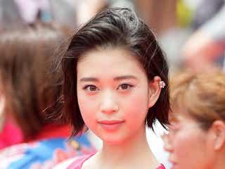 森川葵、ウエストチラ見せドレスで視線独占 ファンサービスに黄色い歓声