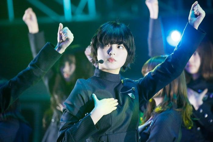 ライブ中の平手友梨奈