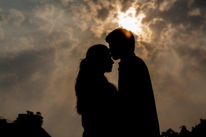照れたあなたの姿を見てもっとキスしたくなるかも?/photo by GAHAG