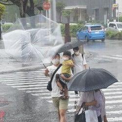 沖縄地方荒天続く 激しい雨に注意
