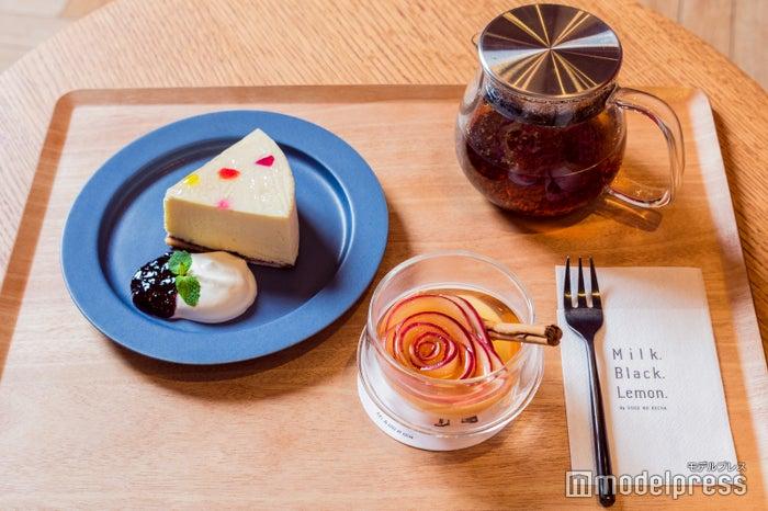 「アップルシナモン」×「しっとりレアチーズケーキ」(C)モデルプレス