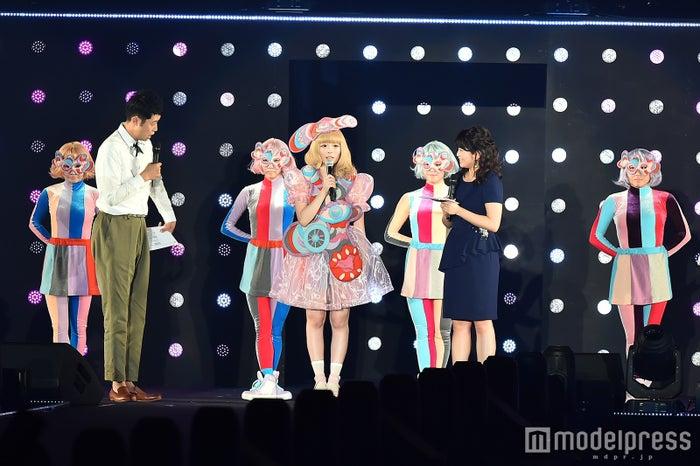 (中央)きゃりーぱみゅぱみゅ(C)モデルプレス