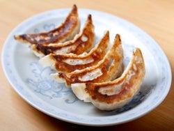 餃子大好き芸人も通った東中野『大盛(おおもり)軒』! 満足度MAXな「餃子」と「鉄板麺」にどハマり