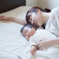 「いや、睡魔に勝てないわ!」ママが選んだ新生児期からの寝かしつけ方法