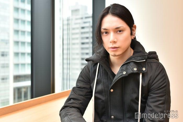 モデルプレスのインタビューに応じた水嶋ヒロ(C)モデルプレス