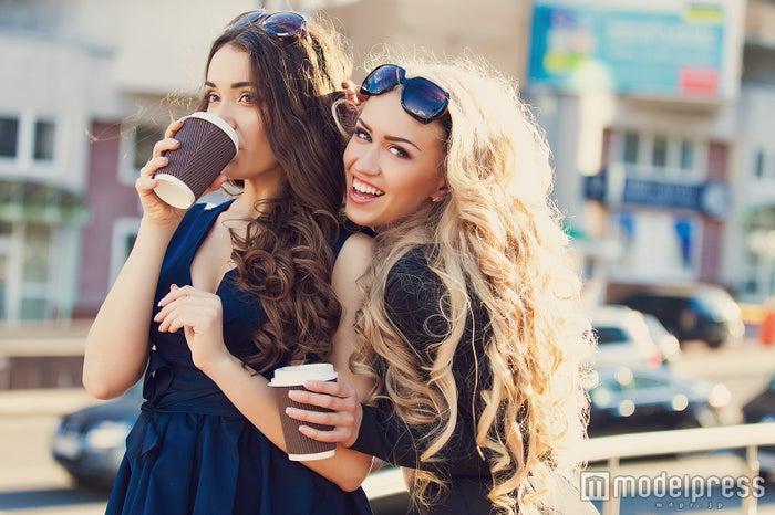 友達付き合いを大切にしている女性は好印象(Photo by A.KaZaK/Fotolia)