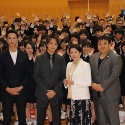 EXILE TAKAHIRO、入学式にサプライズ登場 生徒からの質問に回答<僕に、会いたかった>
