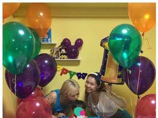 ぺこ&りゅうちぇる、息子・リンクくんが1歳 誕生日ディズニー写真に「これぞ理想の家族」の声