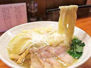 「淡麗ラーメン」の新星にマニア騒然! 黄金スープに極太麺を合わせる新スタイルで早くも名店に