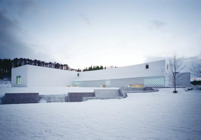 雪景色の中の青森県立美術館/提供素材