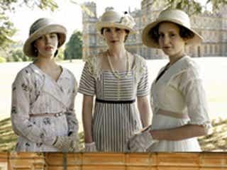 『ダウントン・アビー』ファンのエリザベス女王、時代考証のミスを発見