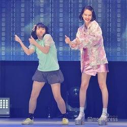 emma、生脚で「にゃんこスター」とハイテンションコラボ<札幌コレクション2018>