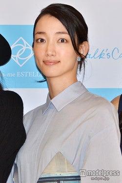 入山法子、新婚生活にコメント 結婚後初の公の場に登場