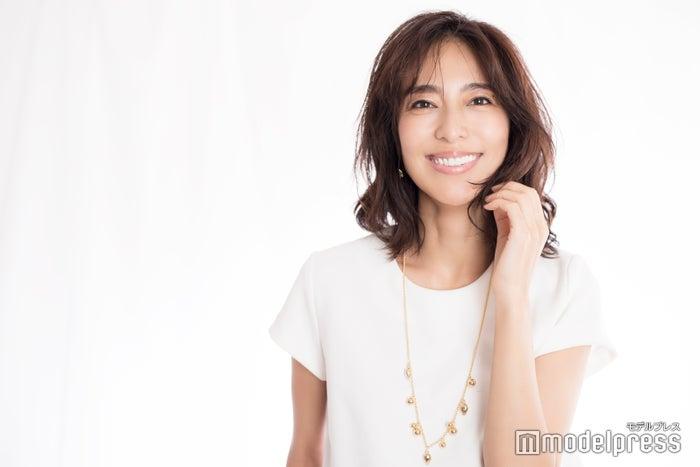 小泉里子、うるおいボディの秘密とは?秋冬のこだわり美容を語る<インタビュー>(C)モデルプレス