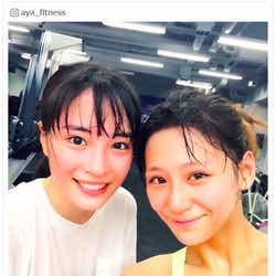 トレーニング後のすっぴんを披露した広瀬すず(左)&西内まりや(右)/Aya Instagramより