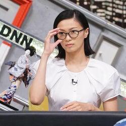 榮倉奈々、メガネでキリリ/世間が気になる重大ニュースベストテンを特集