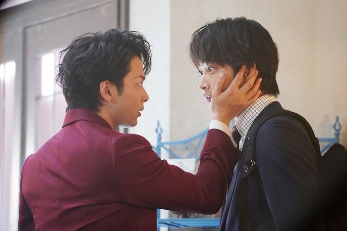 中村倫也、佐藤寛太/「美食探偵 明智五郎」より(C)日本テレビ