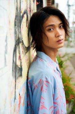 """磯村勇斗、いまの""""すべて""""を凝縮 初の写真集発売が決定"""