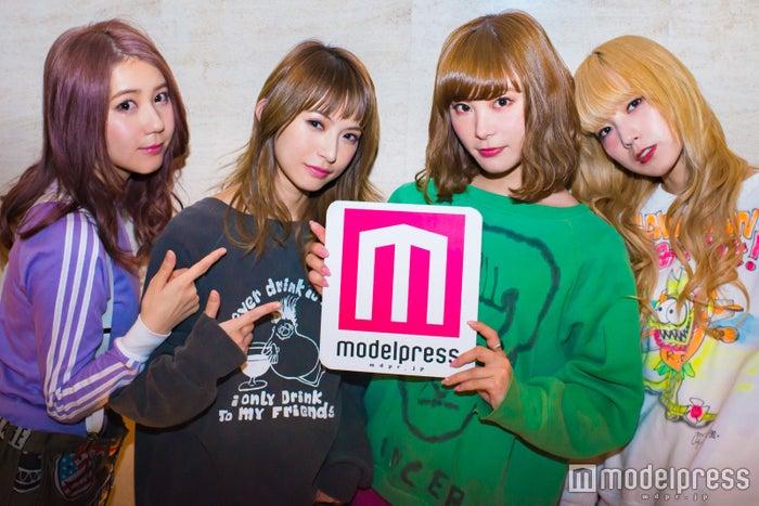 SCANDAL(左から)TOMOMI、HARUNA、RINA、MAMI(C)モデルプレス