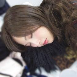 白石麻衣の美しい寝顔(撮影/秋元真夏)(提供写真)