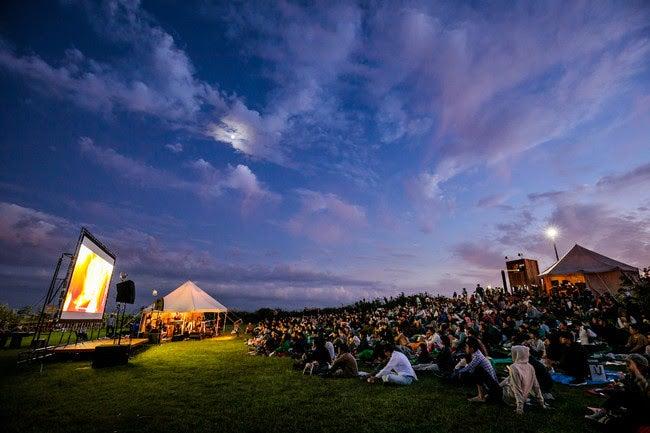 移動式野外映画館「CINEMA CARAVAN」過去イベント風景/画像提供:逗子海岸映画祭実行委員会