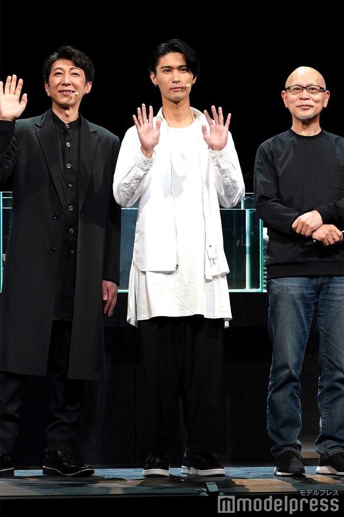 (左から)篠井英介、橋本良亮、鈴木勝秀 (C)モデルプレス